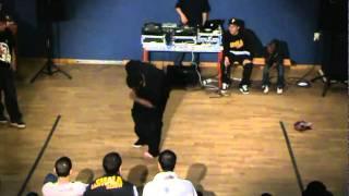 "Battle "" Shake Your Pants "" 2010 [ Popping 1vs1 ] Demi Final - Norton Vs Blacko"
