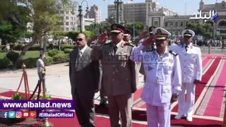 محافظ الإسكندرية يضع إكليل الزهور على النصب التذكارى للشهداء.. فيديو وصور