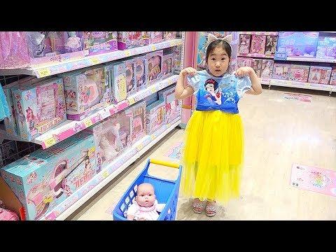 氤措瀸鞚挫檧 鞎勱赴鞚疙槙 鞛ル倻臧� 鞛ル炒旮� Kid Shopping at the supermarket