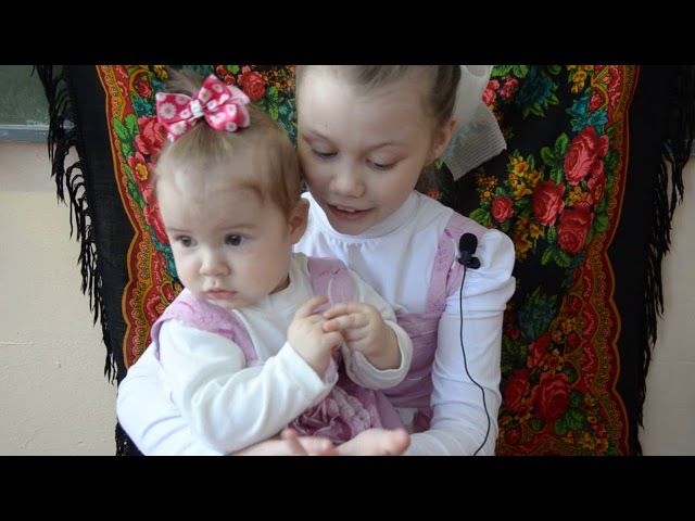 Изображение предпросмотра прочтения – ВикторияЧернышова читает произведение «Ладушки» (Русский фольклор )