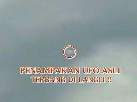 "VIDEO PENAMPAKAN ""SEPERTI UFO ASLI TERBANG DI LANGIT ..."