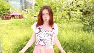 Как потрогать девушку за грудь в 14 лет