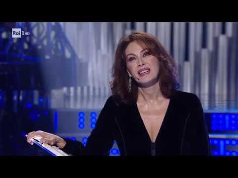 Elena Sofia Ricci recita la canzone 'La guerra di Piero' - Una Storia da Cantare 16/11/2019