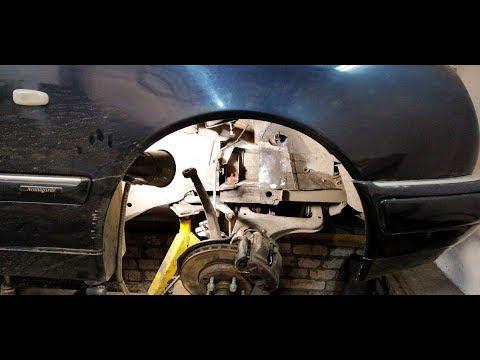 Mercedes-Benz E 200.  Замена чашки передней пружины.