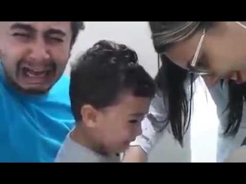 Видео как малчикам с мотрат пису врач