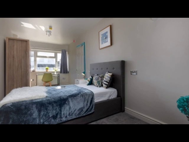 Special offer Co-living Space in Heart of Staines Main Photo