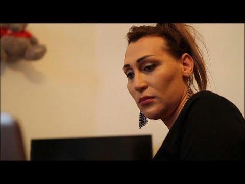 شاهد.. امرأة متحولة جنسياً تثير ضجة في أرمينيا بعد خطاب ألقته في البرلمان…