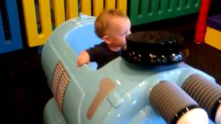 Repeat youtube video Rylan on ride at Chuck e Cheese
