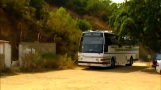 Video Hurmaava joukkoitsemurha - bussin ajo kalliolta download MP3, 3GP, MP4, WEBM, AVI, FLV November 2017