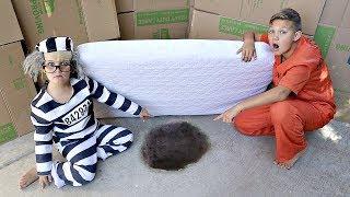 Box Fort PRISON ESCAPE! The Movie