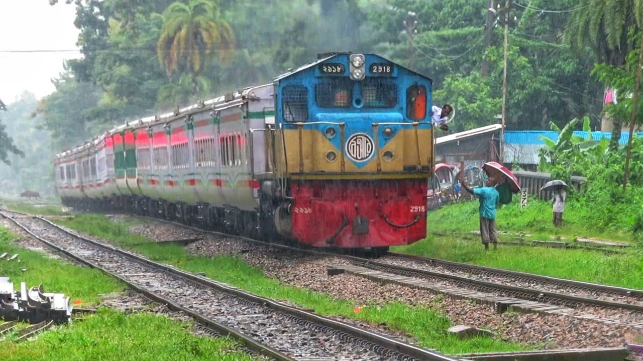 721 Mahanagar Express passing shitakunda Railway station     CTG Dhaka train