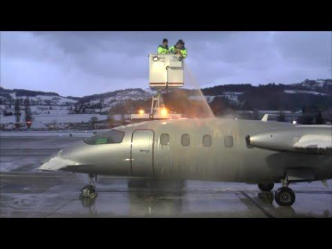 [HD] Piaggo P-180 Avanti full de-icing procedure and departure at Altenrhein - 17/01/2016