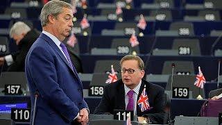 Farage gengsztereknek bélyegezte az EP képviselőket, miután azok a szavaztak a Brexit feltételeiről