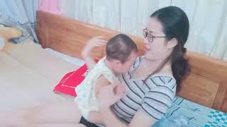 Bài tập vận động cho trẻ 8-12 tháng tuổi