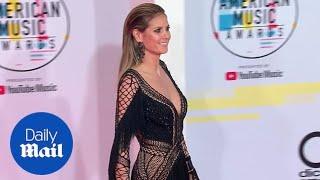 Heidi Klum rocks fringe to the 2018 American Music Awards