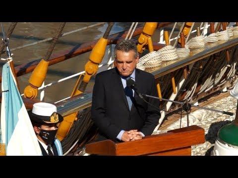 Rossi encabezó el acto por el día de la Armada Argentina a bordo ...