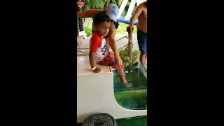 KID GETS PEDICURE FROM FISH. LOL