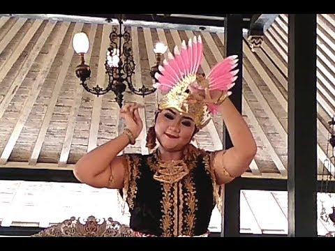 """Tari Golek Sulung Dayung - Pamucalan Beksa """"Among Beksa ..."""