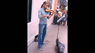 Increíble Músico en calle sierpes (Sevilla)