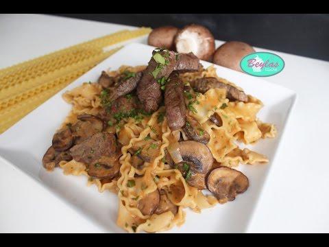 Boef Straganoff auf Pasta - Rindfleisch in cremiger Zwiebel-Pilz-Soße mit Nudeln