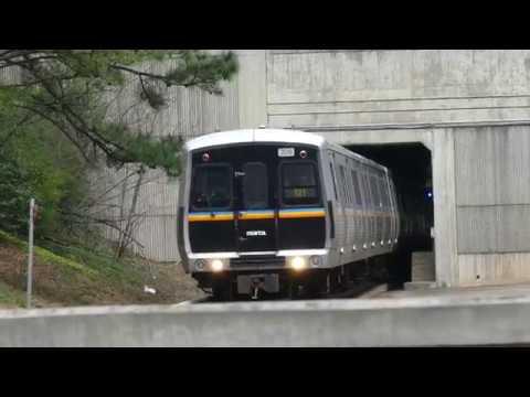 MARTA Transit: 1984-88 Hitachi CQ311 Blue Line (6 Cars) at Kingsinton Station (WestBound) (In 4K)
