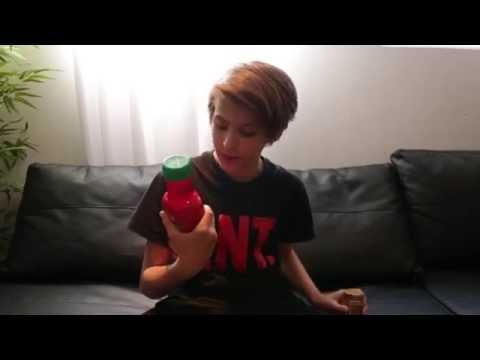 Liam Pitts prankar Laila Bagge med ketchup