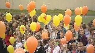 День мира: в минской гимназии запустили тысячи воздушных шаров