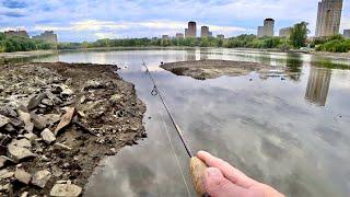 И даже здесь ловилась рыба Ловля окуня в строительном мусоре Рыбалка на спиннинг