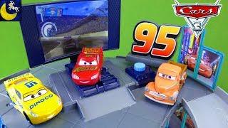 Rust-Eze Racing Center Disney Cars 3 Toys Race Cars Florida Pit Stop Speedway Lightning McQueen Toys