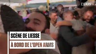 Cris de joie des migrants de l'Open Arms après l'autorisation de débarquer à Lampedusa