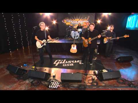 """Foster & Lloyd perform """"Crazy Over You"""" on the Texas Music Scene"""