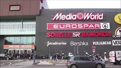 Twenty Bolzano   Sunday Shoppers