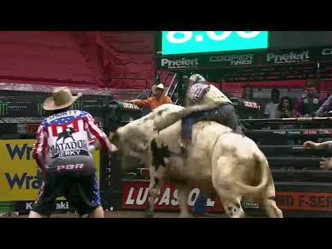 Brennon Eldred rides Trick Shot for 85.25