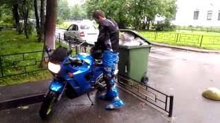 ЛАЙФХАК как остаться сухим в дождь на мотоцикле, непромокаемые мотоштаны своими руками