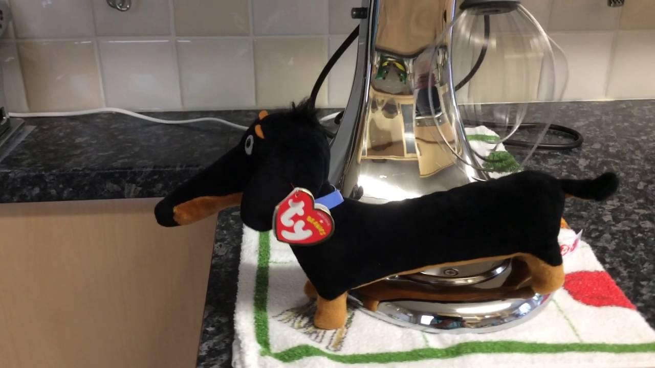 Secret Life Of Pets Ty Dachshund Food Mixer Scene - YouTube b4b9f37dafc