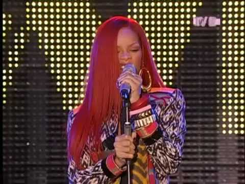 Rihanna - What's My Name (Live) NYC @ Times Square