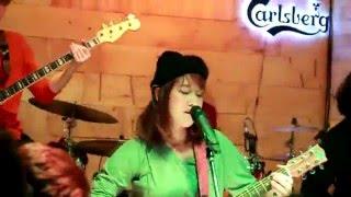ฤดูร้อน - Earth Patravee  #Atom&Earth live @1 หน่วยกิตบาร์ concert