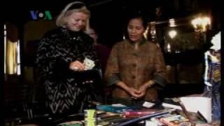 """Batik Jadi Warisan Dunia - Dunia Kita """"Ep. Festival Indonesia"""" 9 Oktober 2009"""