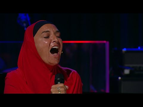 Christie James - Sinead O'Connor Stuns With 'Nothing Compares 2 U' Performance