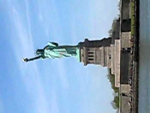 IEUDENII LA STATUIA LIBERTATII  NEW YORK   USA   1 MAI 2010
