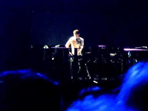 Rihanna's LGOE Tour - Calvin Harris - 2 @ Adelaide Entertainment Centre On 10 MAR, 2011