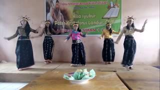 Tarian Adat Manggarai : Deng lipa songke