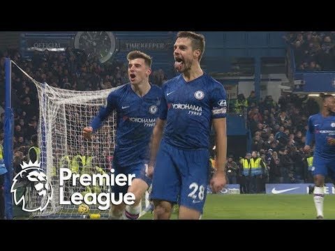 Cesar Azpilicueta gives Chelsea a late lead v. Arsenal | Premier League | NBC Sports