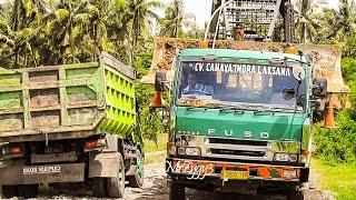 Gambar cover Fuso Self Loader Truck Moving Bulldozer From MrZygy3