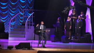"Jonathan McReynolds sings ""No Gray"" Live at Chicago GMA"
