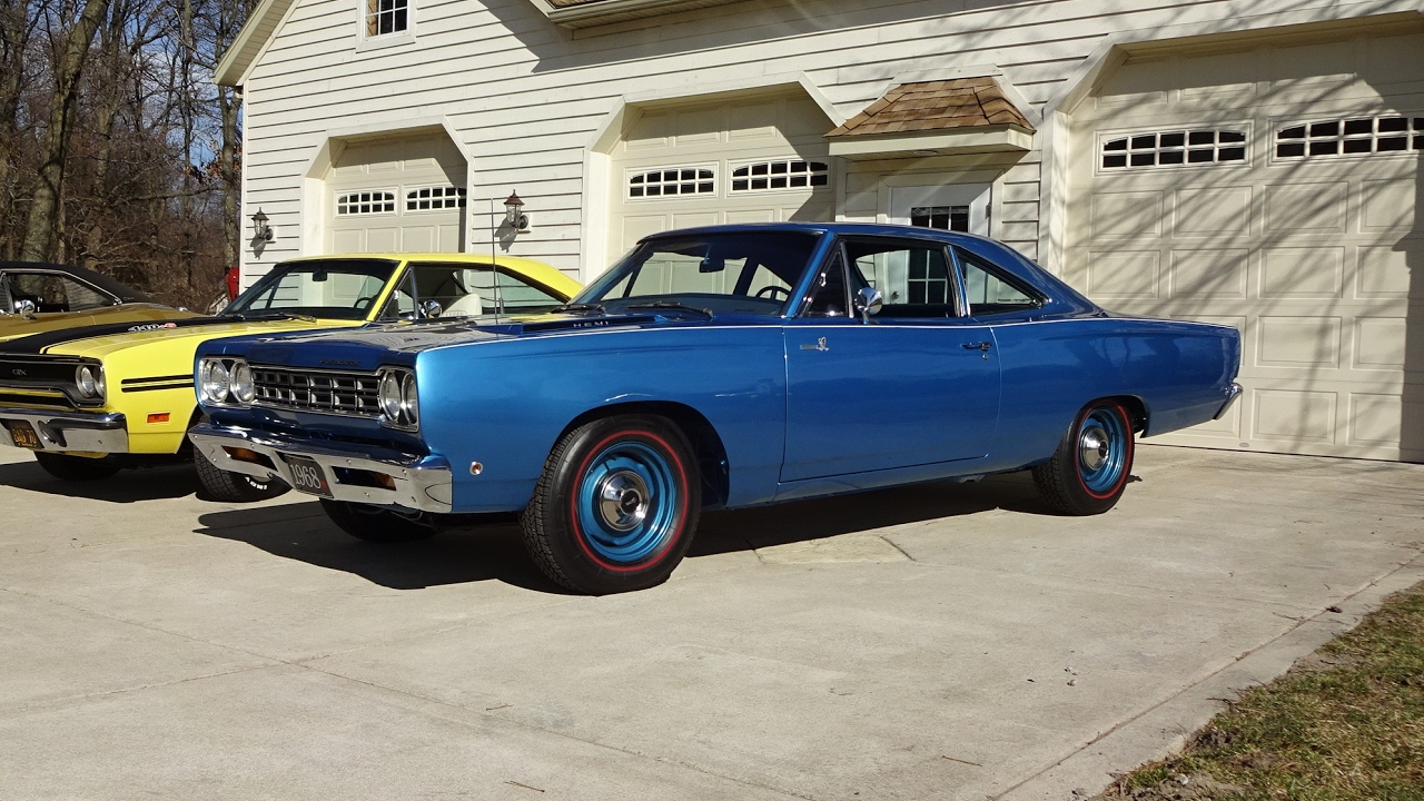 1968 plymouth road runner in b5 blue 426 hemi engine sound on my car story with lou costabile