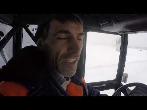 На трактор с телефоном надо было ещё нагайку взять!!! Смешно!!!