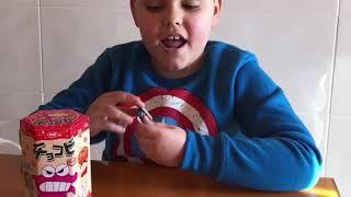 Saboreando las galletas Japonesas de Shin Chan