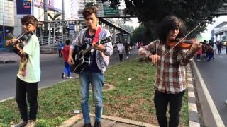 Pengamen jalanan pake biola Cover lagu Gaza tonight dari Michael hearth