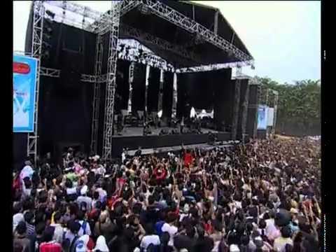 "Steven-Tersenyum Lagi 'Live"""